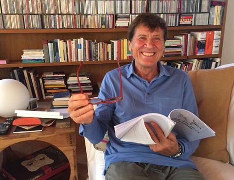 """La risposta piccata di Morandi: """"Oggi leggo, buona domenica"""""""