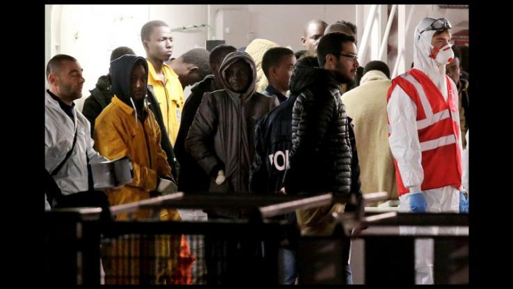 """Pure i migranti ci sbeffeggiano: """"In Italia facile ottenere asilo"""""""