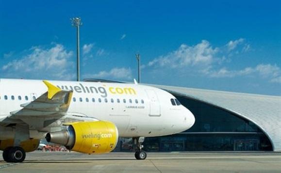 Allarme a Fiumicino per una scritta sospetta su un aereo Vueling