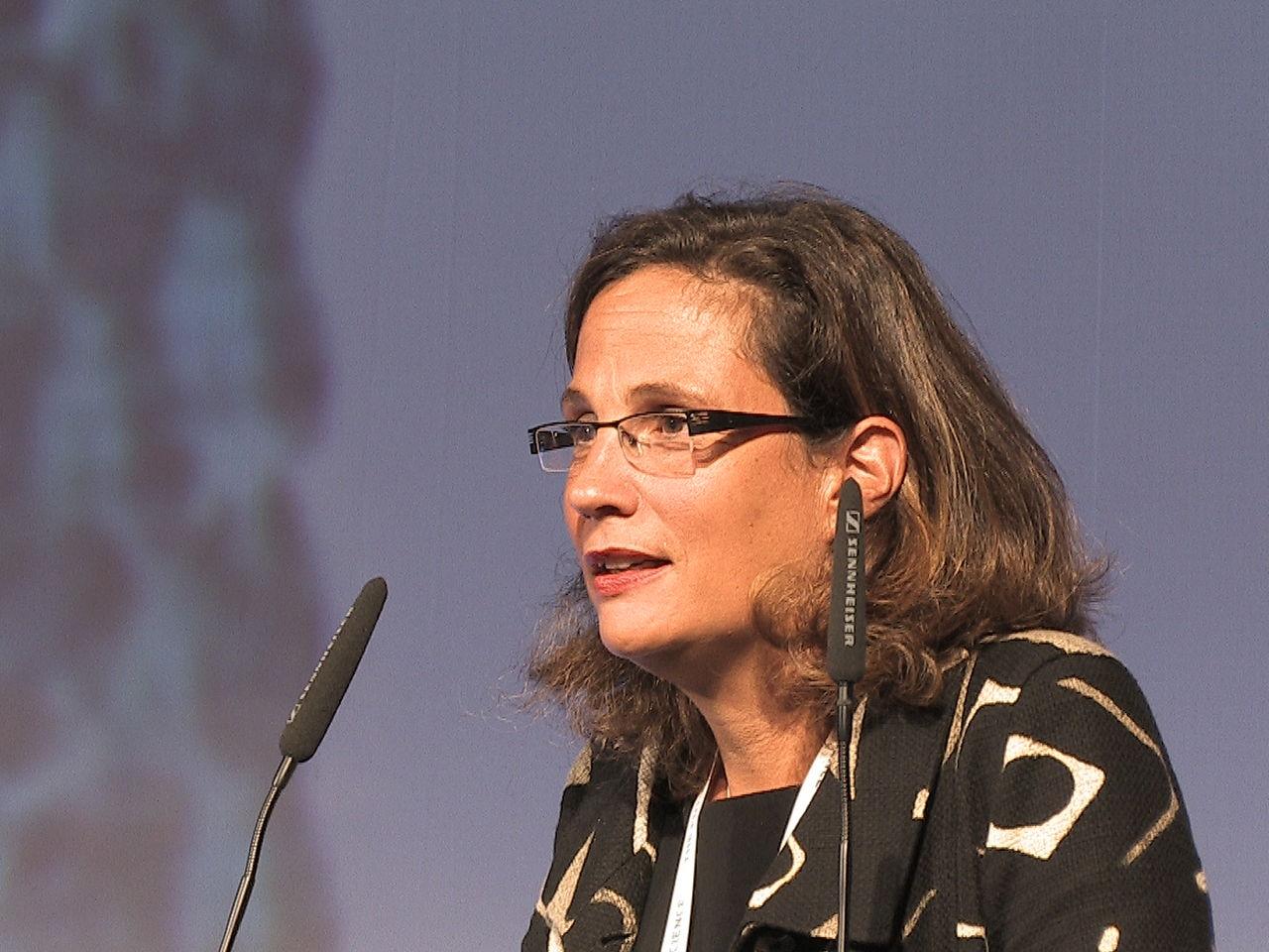 La camera accetta le dimissioni della deputata capua for Salone del mobile wikipedia
