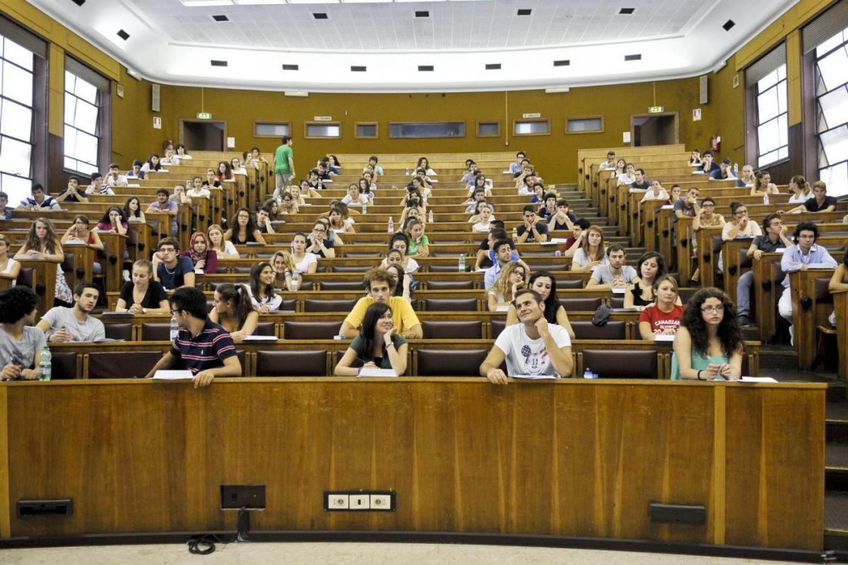 """Bari, l'università agli studenti """"Pulite le aule che imbrattate"""""""