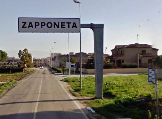A Zapponeta, il comune più indebitato d'Europa, a scuola con la Panda del sindaco