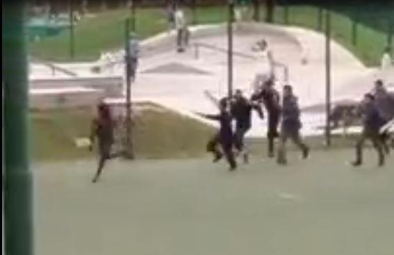 Bolzano, rissa e bastonate tra immigrati davanti ai bambini nel parco