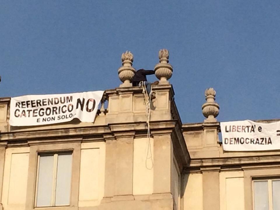 Milano, sale sul tetto della Scala per protestare contro le riforme