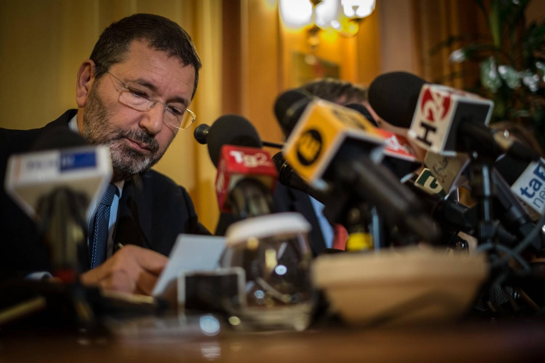 L'ultima follia di Marino I comunisti di Genova lo candidano a sindaco