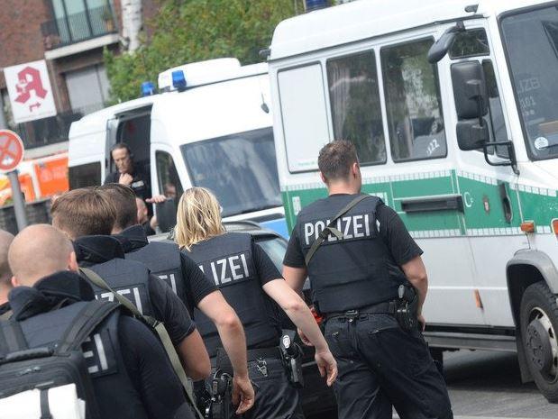 Germania, maxi operazione antiterrorismo: sospetto scappa