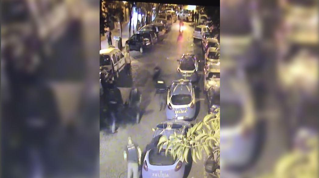 Non si fermano a posto di blocco: travolto un agente a Napoli