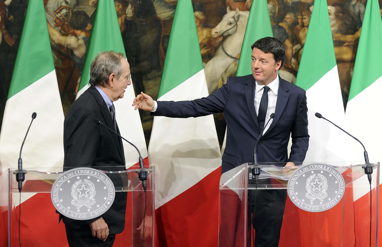 Renzi impone a Padoan di gonfiare il deficit. Ma l'Ue non accetterà