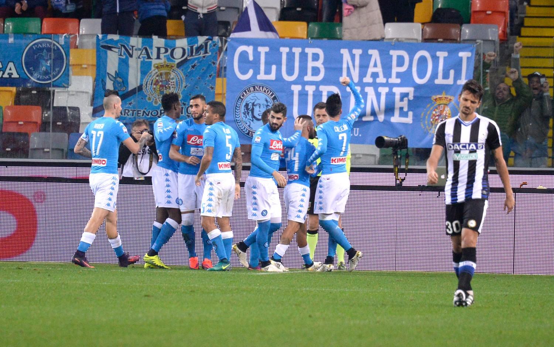 Insigne è l'oro di Napoli: gli azzurri battono 2-1 l'Udinese