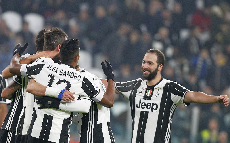 La Juventus liquida 3-0 il Pescara e si porta a più 7 sulla Roma