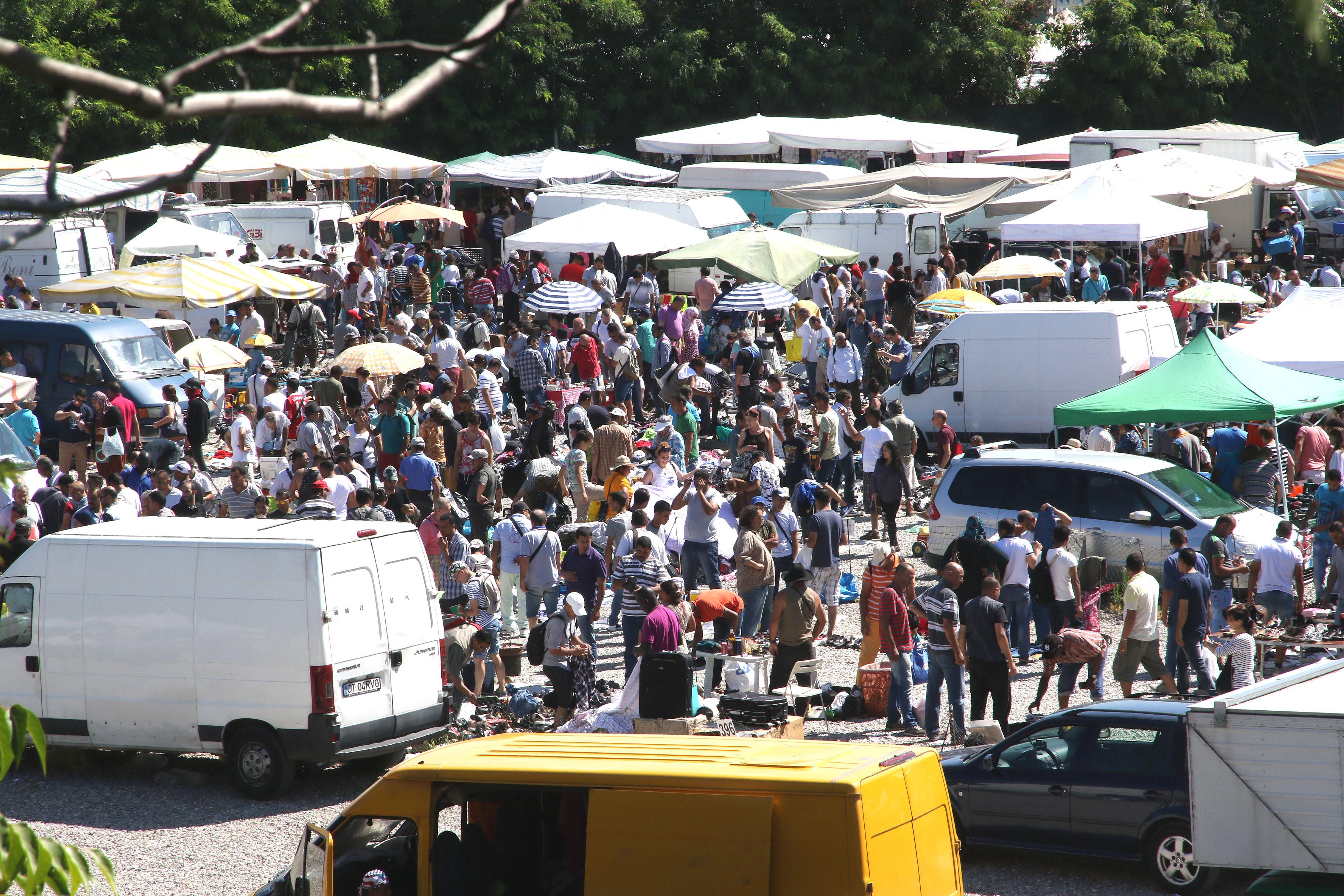 mercato suk in viale puglie la protesta ora chiudetelo On mercato del mobile usato milano