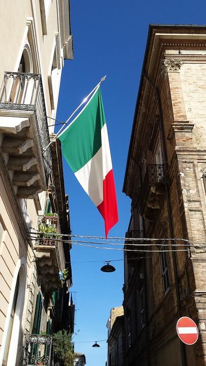 L'Aquila, stranieri usano Tricolore per segnare case del sesso