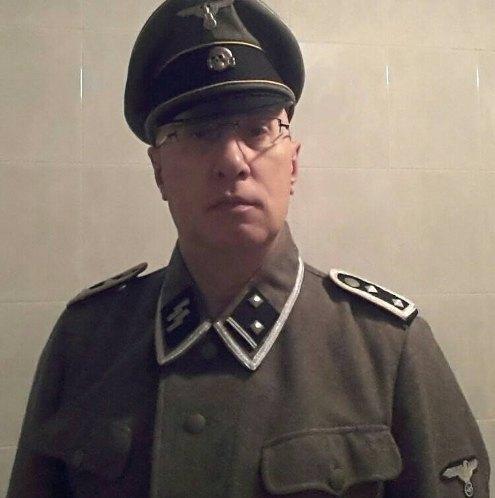 """Il comandante dei vigili si veste da SS: """"Così si sistemerebbero le cose..."""""""