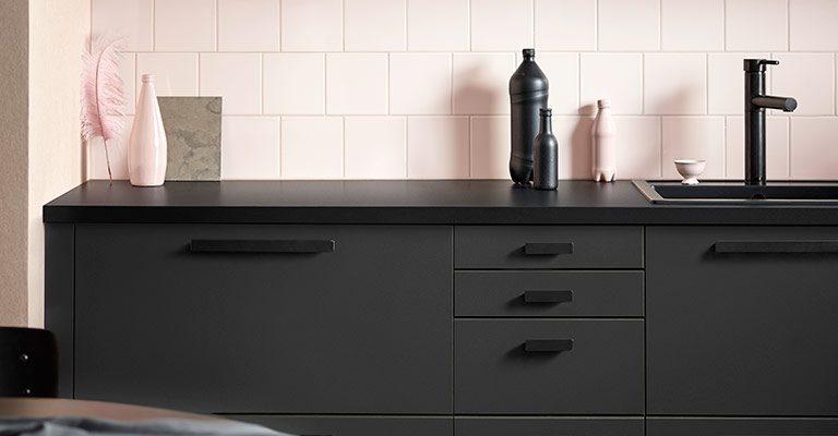 Cucina fatta di bottiglie riciclate l 39 italiano dietro al - Ikea progetta cucina ...