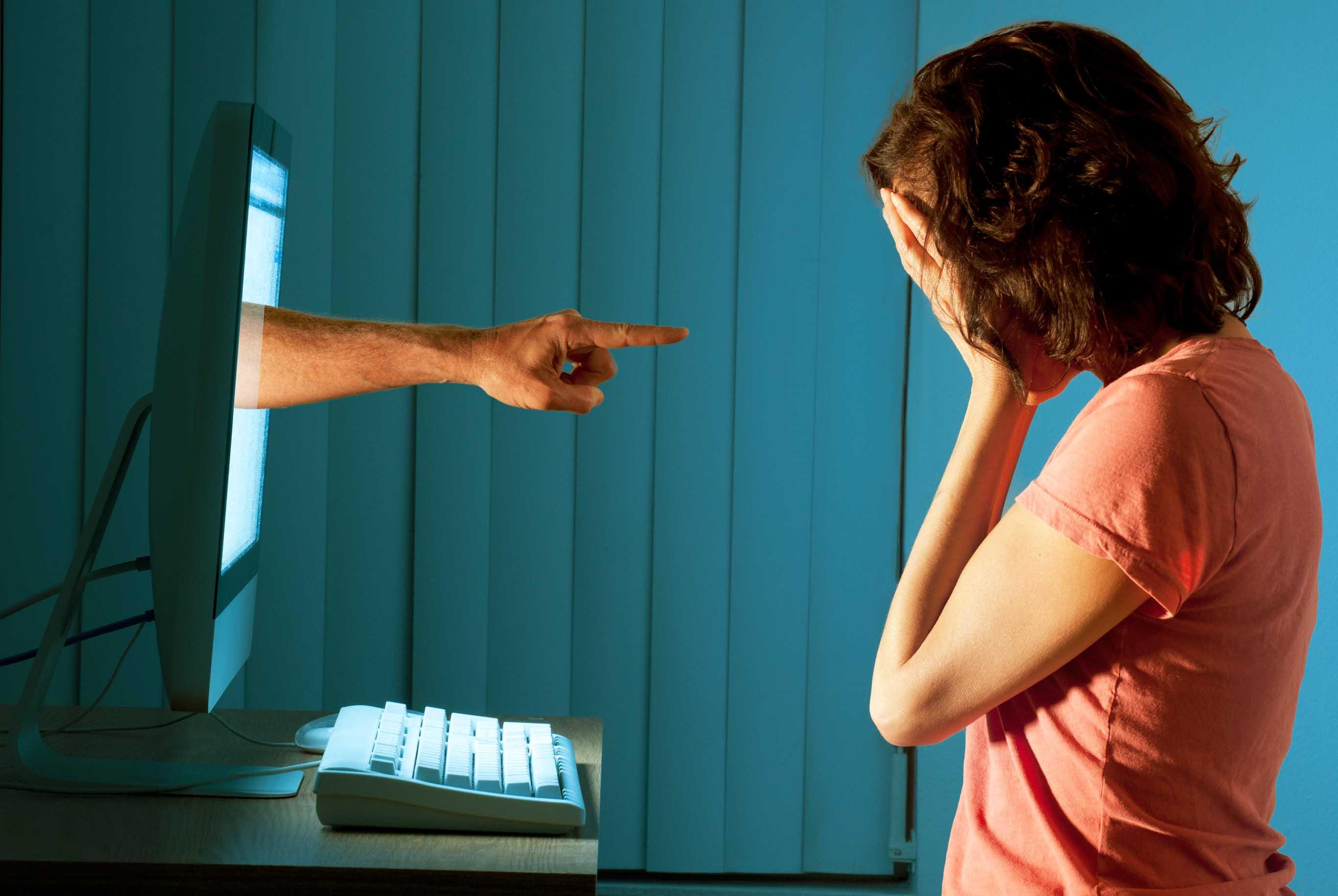 Risultati immagini per immagini cyberbullismo