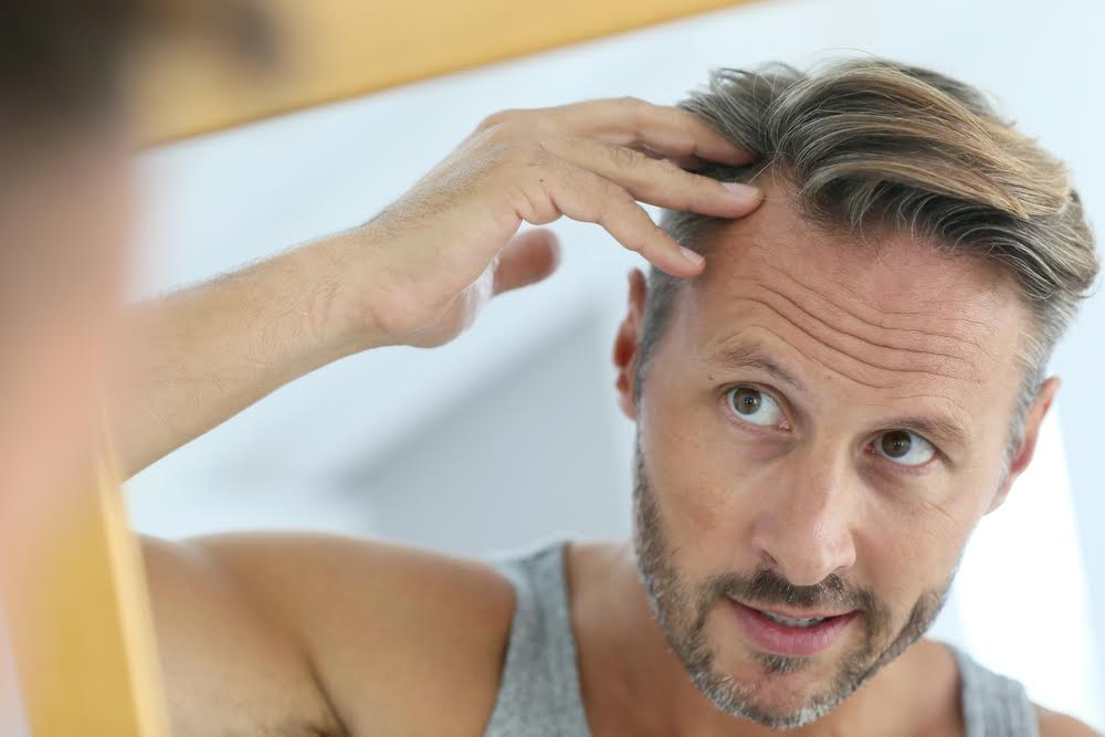 Ossigenare i capelli uomo fa male