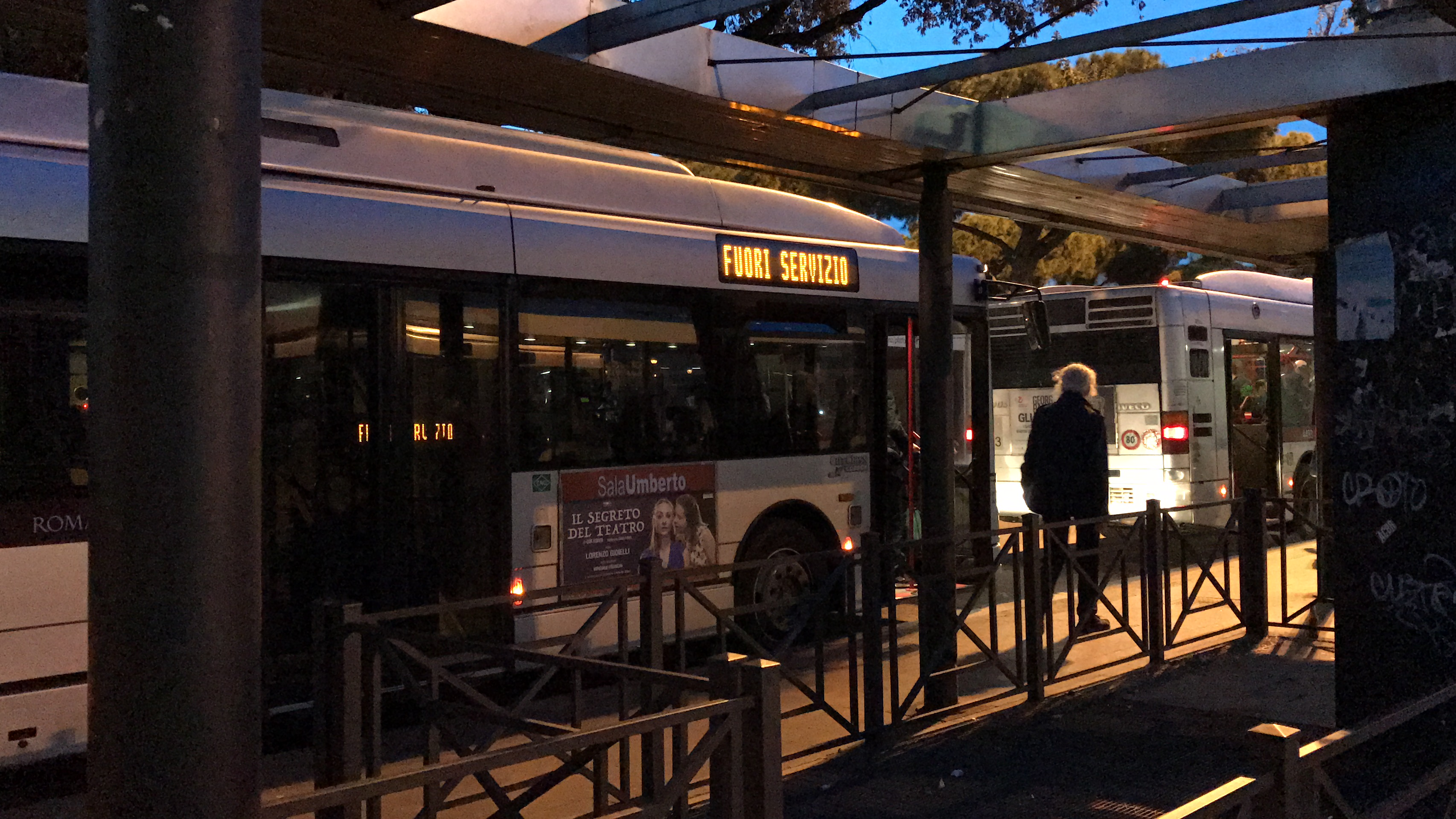 Caos atac cos va in fumo il trasporto pubblico a roma for Roma mobile atac