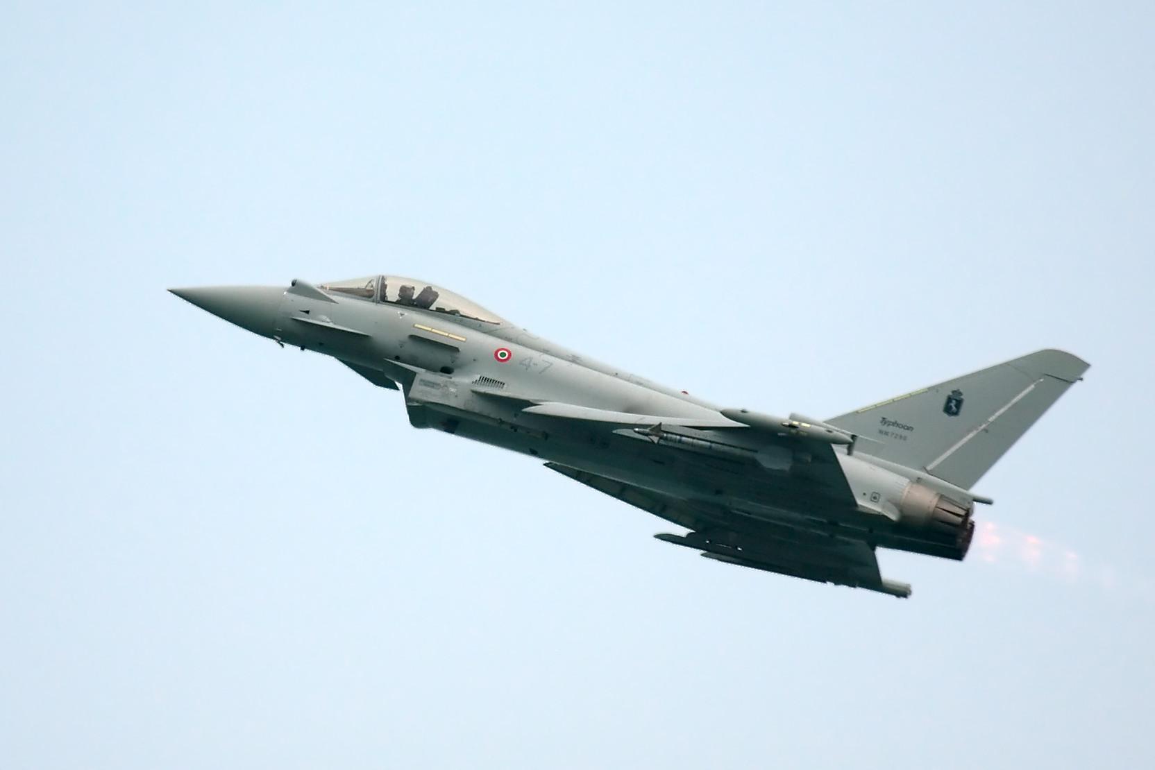 Aereo Da Caccia Efa : Paura nei cieli un caccia sgancia per errore un missile aria aria