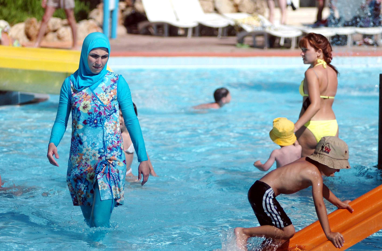 """Gambar Mobil Sport Costume: Francia, Cittadini Contro I Burkini: """"Adesso Nuoteremo"""