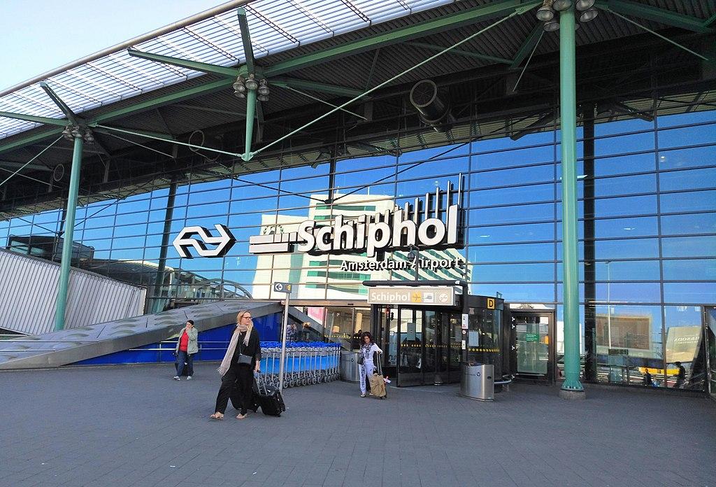 La Polizia Spara A Un Uomo Armato All 39 Aeroporto Di Amsterdam