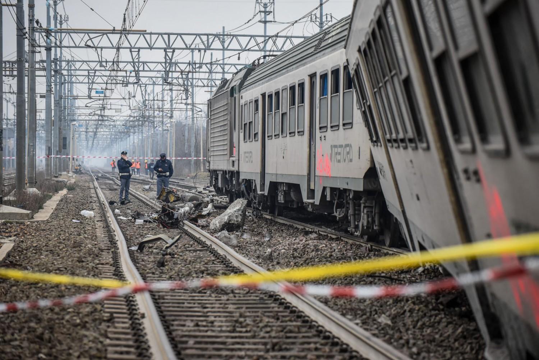 Milano deraglia un treno pieno di pendolari morte tre donne - Treno milano porta garibaldi bergamo ...