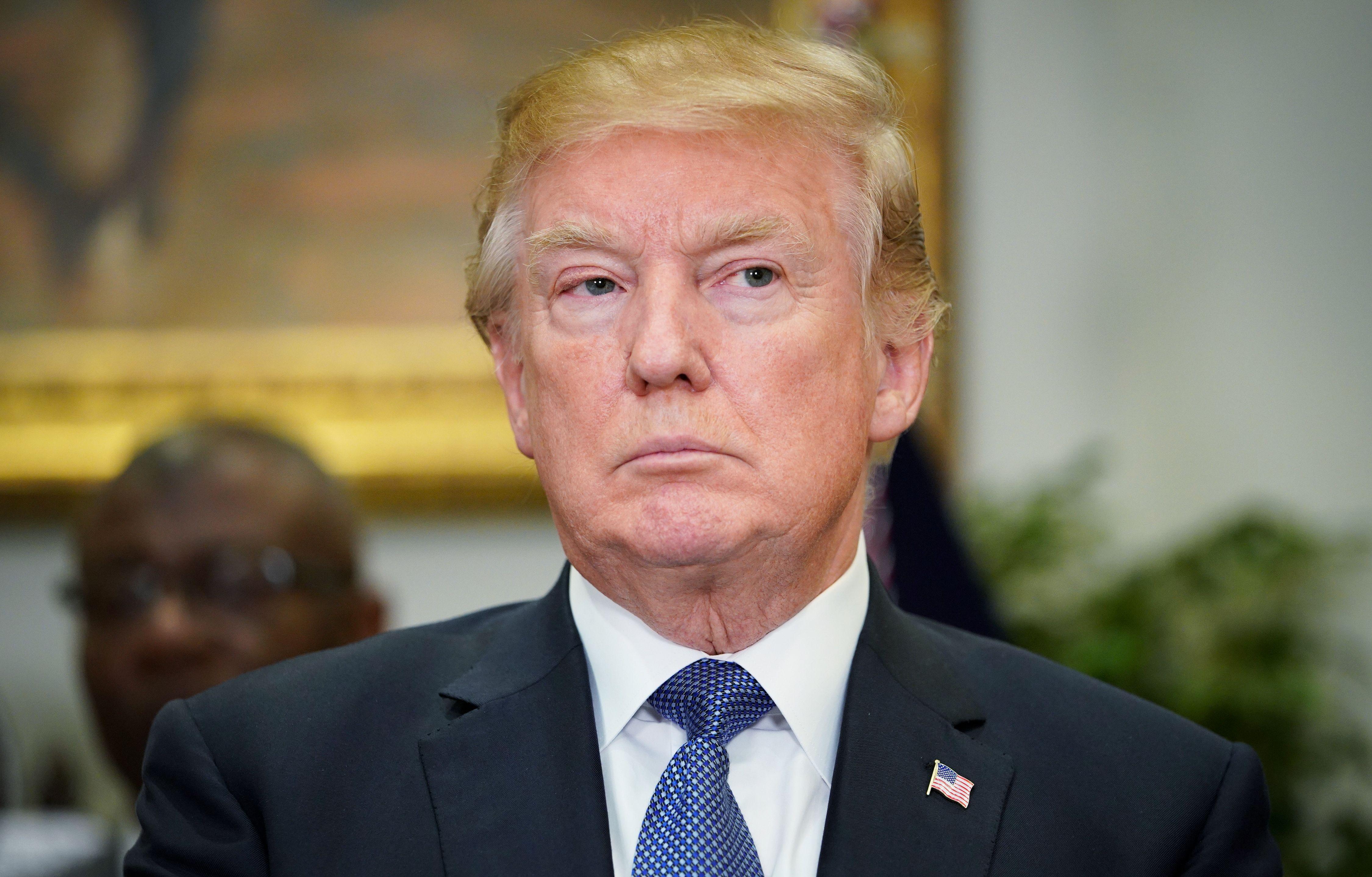 L avvocato di Trump ottiene un ordine restrittivo contro la pornostar  Stormy Daniels bba9618a9200