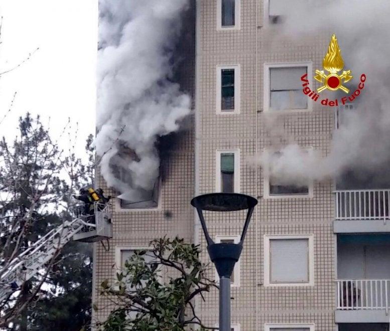 Incendio in un palazzo di 14 piani a milano for Piani di casa di palazzo
