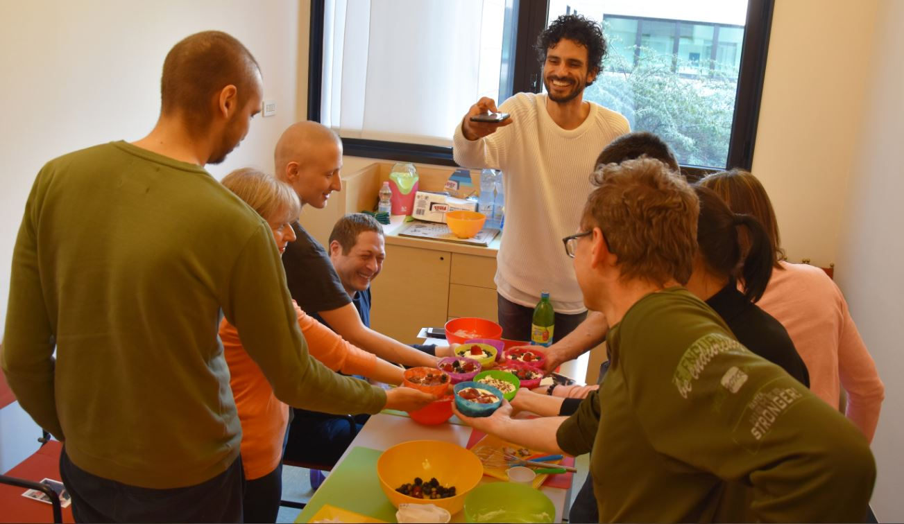 Cucina foto e teatro anche cos l 39 humanitas vuole - Cos e l abbattitore in cucina ...