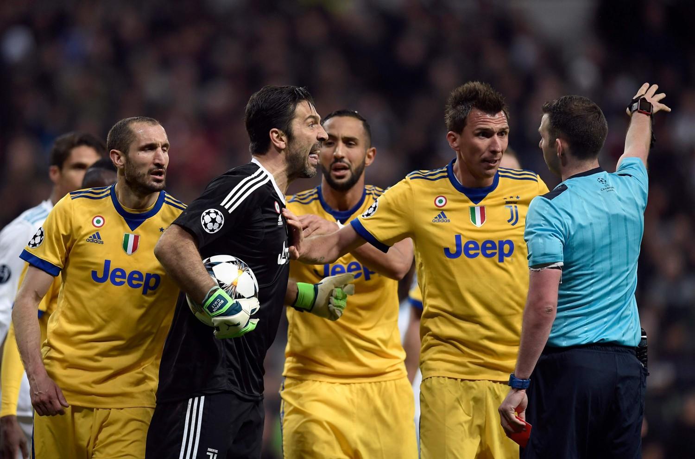 """Buffon si sfoga dopo la partita: """"Arbitro incapace, vada ..."""