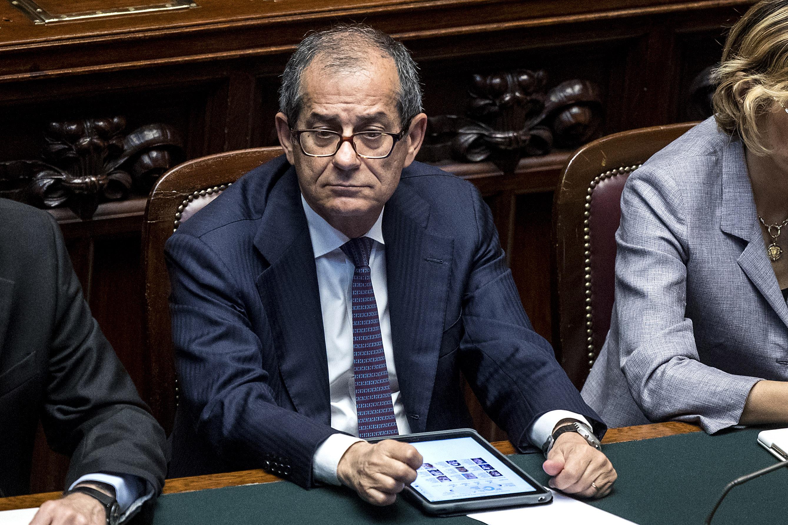 Tria: 'Ritardo Italia è inaccettabile, Def punta a crescita'