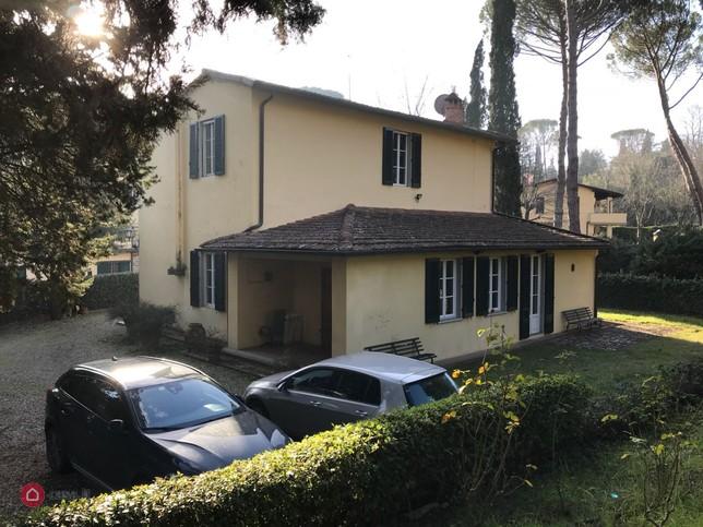 matteo renzi dal notaio: la villa da 1,3 milioni di euro è sua - il fatto quotidiano