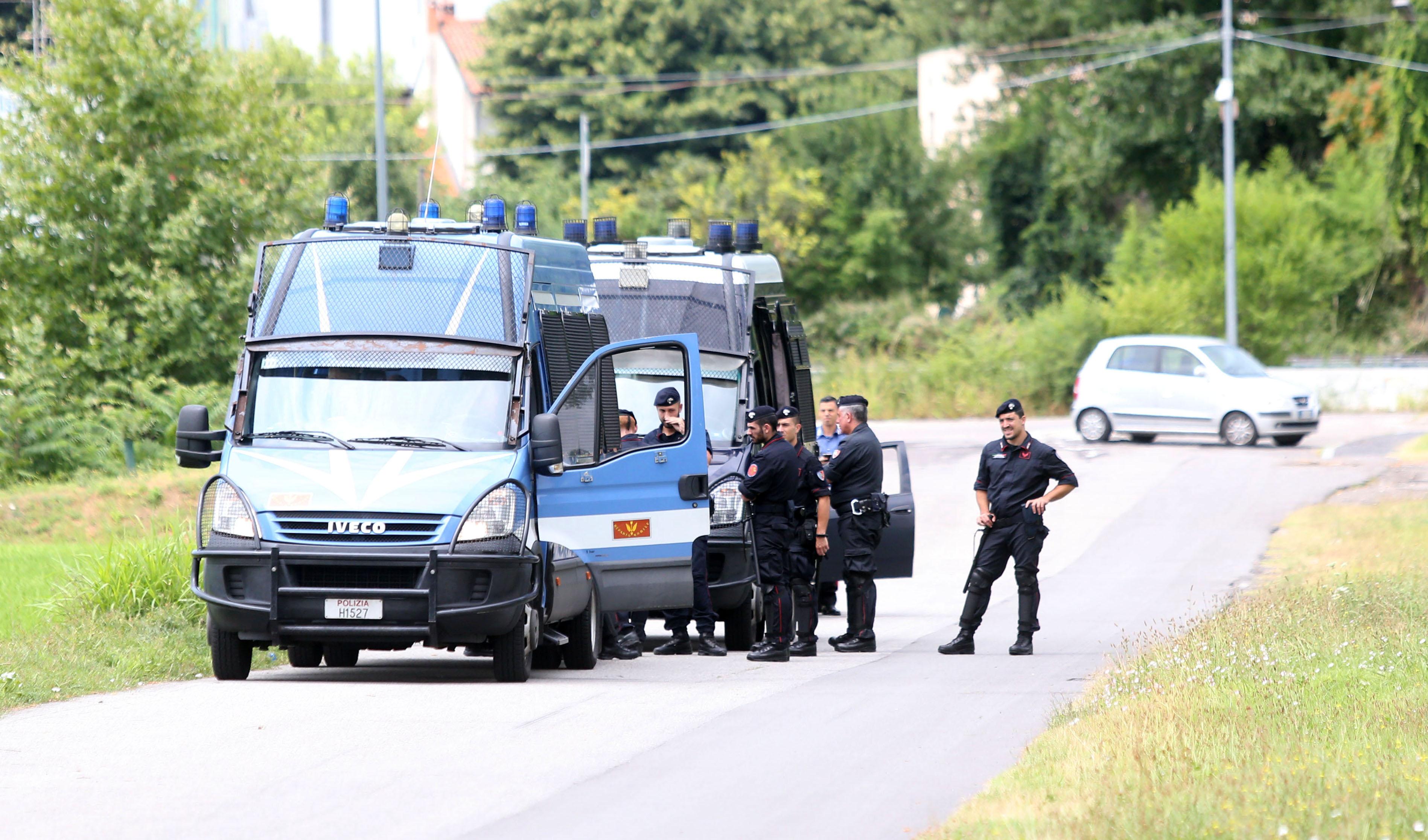 salvini chiude l`italia ai clandestini: schierata la polizia al confine - il giornale