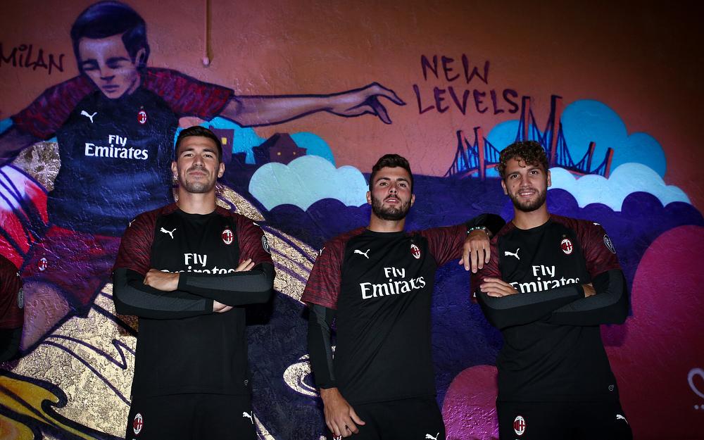 ca006d6b0e59f8 Milan, presentata la terza maglia per la stagione 2018-2019 - IlGiornale.it