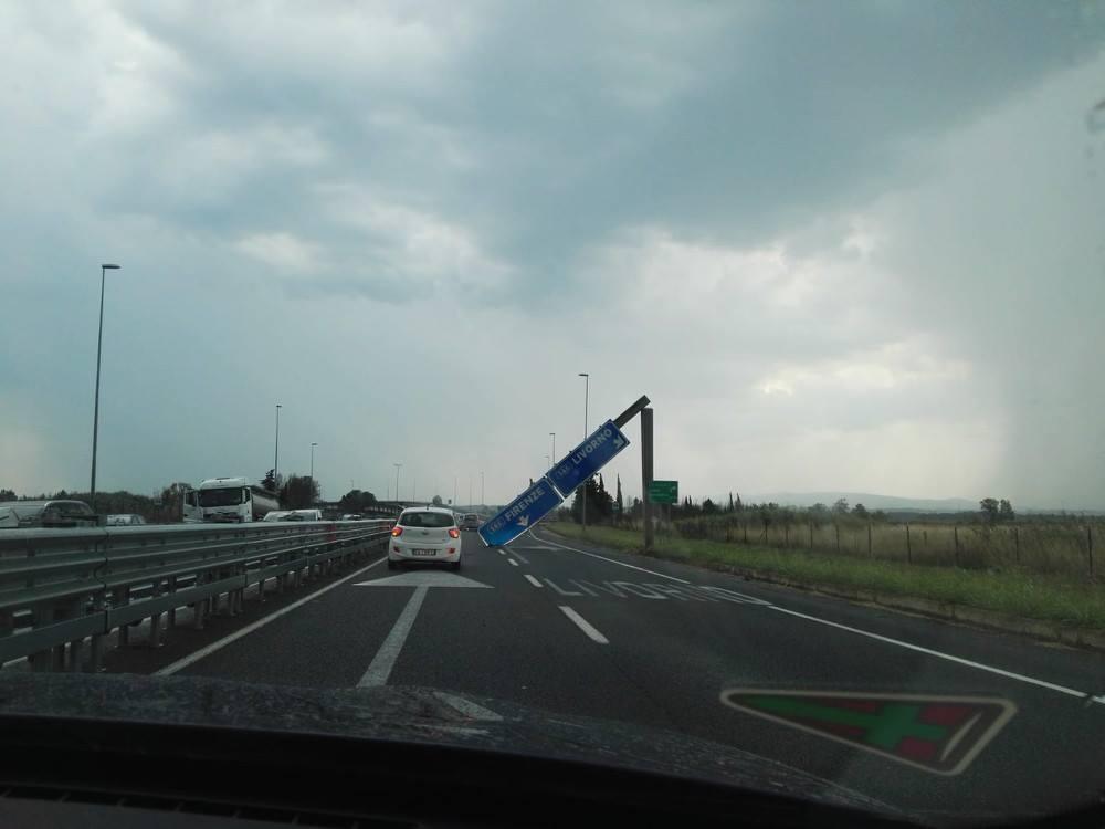 Ora crollano i cartelli Dramma sfiorato a Pisa - IlGiornale it