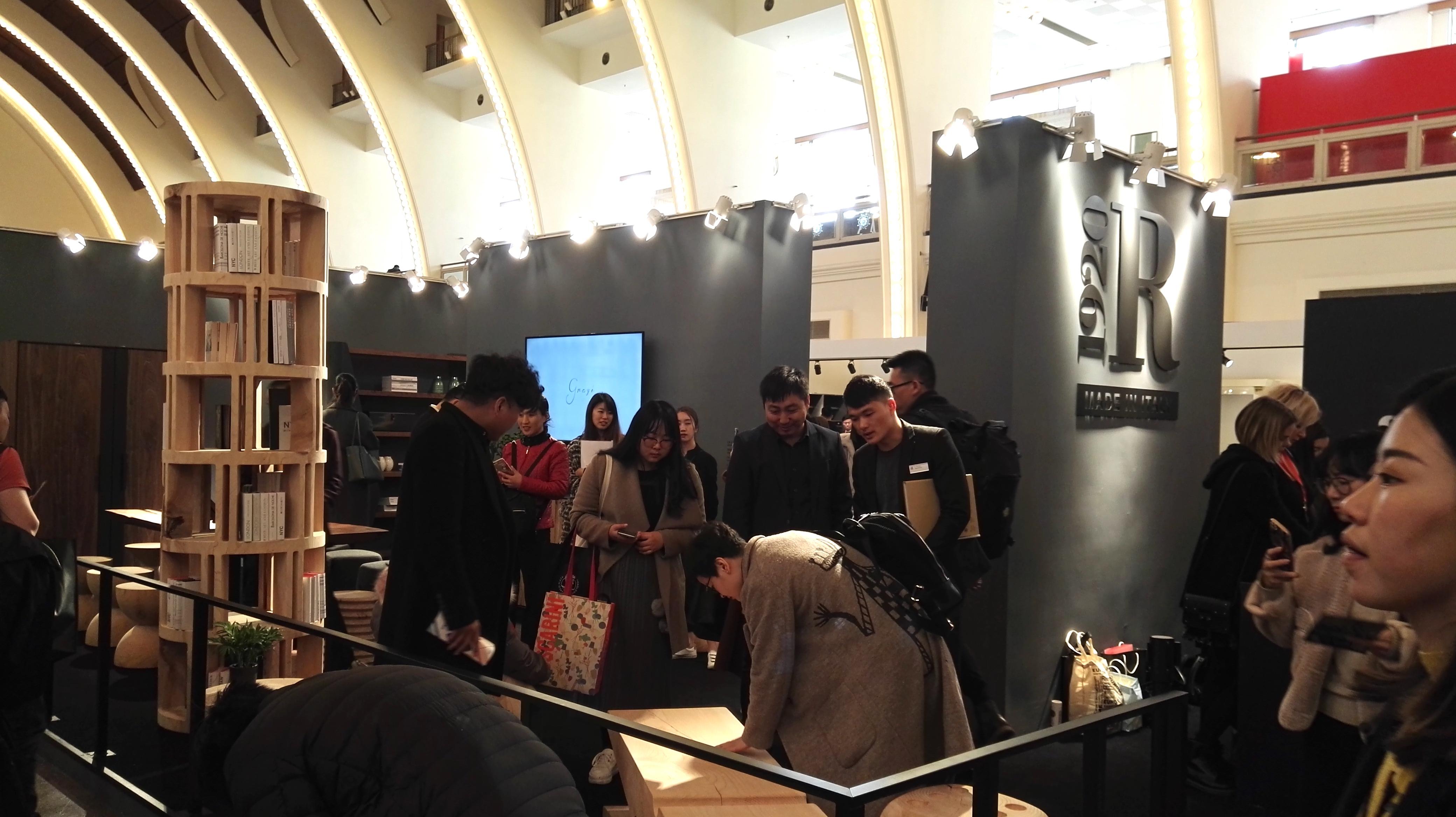 Salone del mobile design e arredo con 119 brand da milano for Salone mobile shanghai