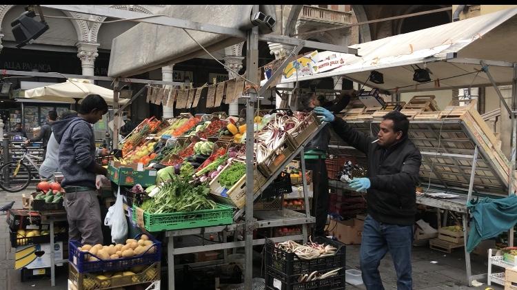 Padova il mercato della frutta si spopola sempre pi rimangono solo i bengalesi - Fiera del mobile padova ...