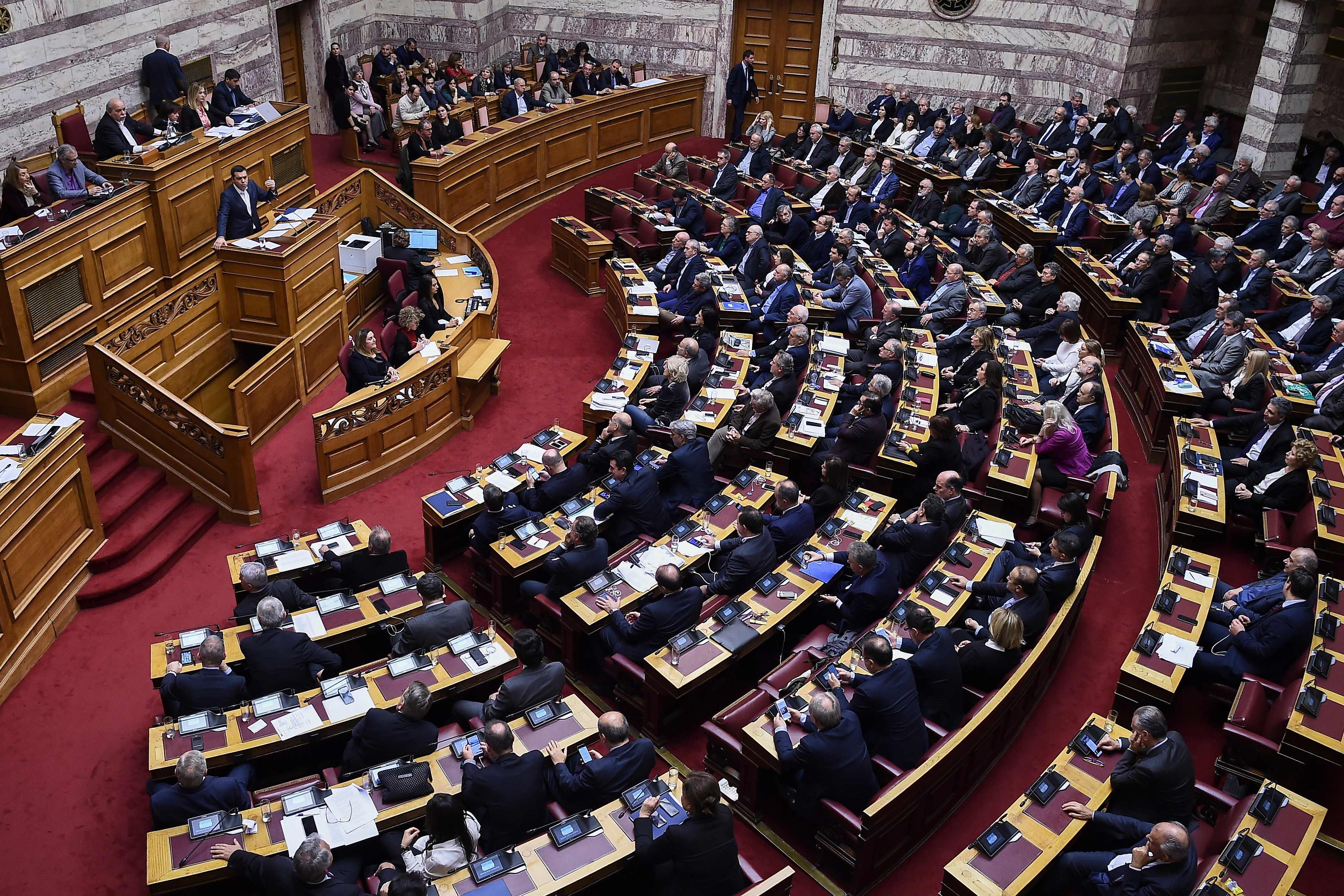 Il parlamento greco dice s all 39 accordo per il cambio del for Il parlamento
