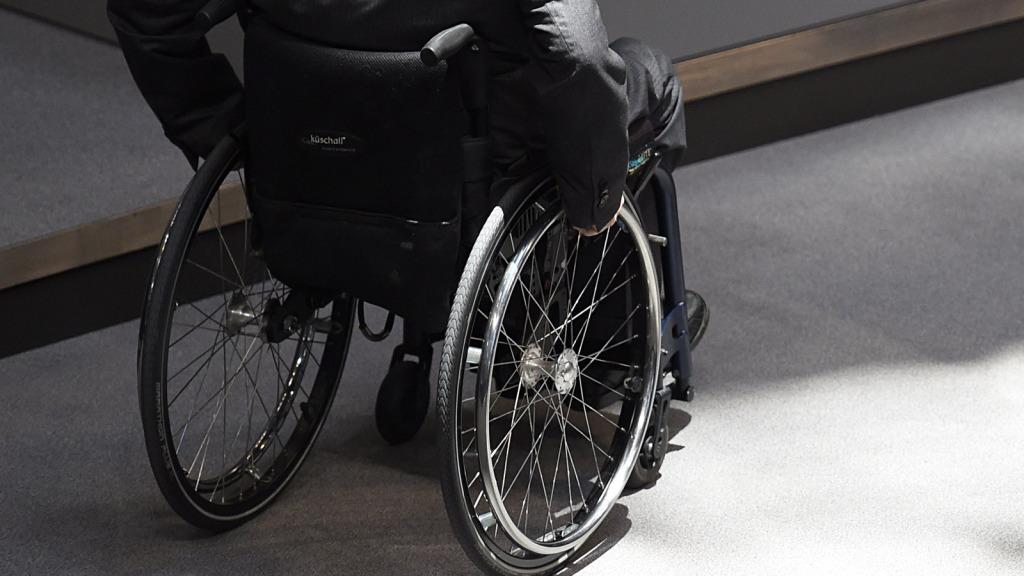 Sedie A Rotelle Torino : Brasilia ragazza finisce su sedia a rotelle dopo piercing al naso