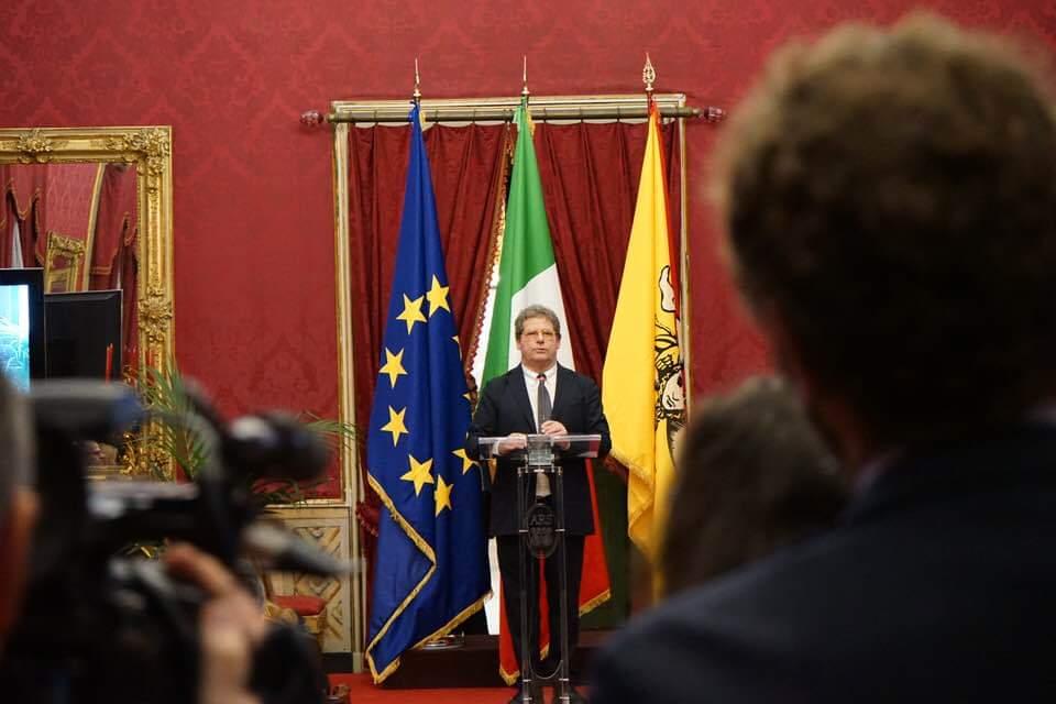 Il presidente dell 39 ars miccich contro il m5s sono dei for Nuovo parlamento siciliano