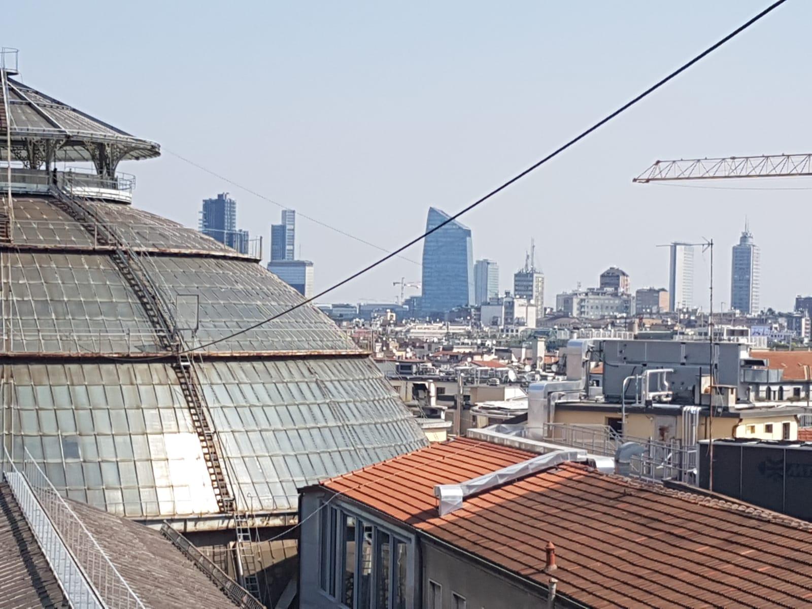 La Terrazza Con Vista Duomo Abbandonata Dalla Giunta