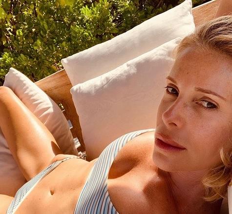 Calendario Di Alessia Marcuzzi.Marcuzzi In Costume Travolta Dalle Polemiche Basta Foto