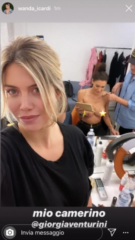 Wanda Nara e l'errore hot: mette online un topless di Giorgia Venturini