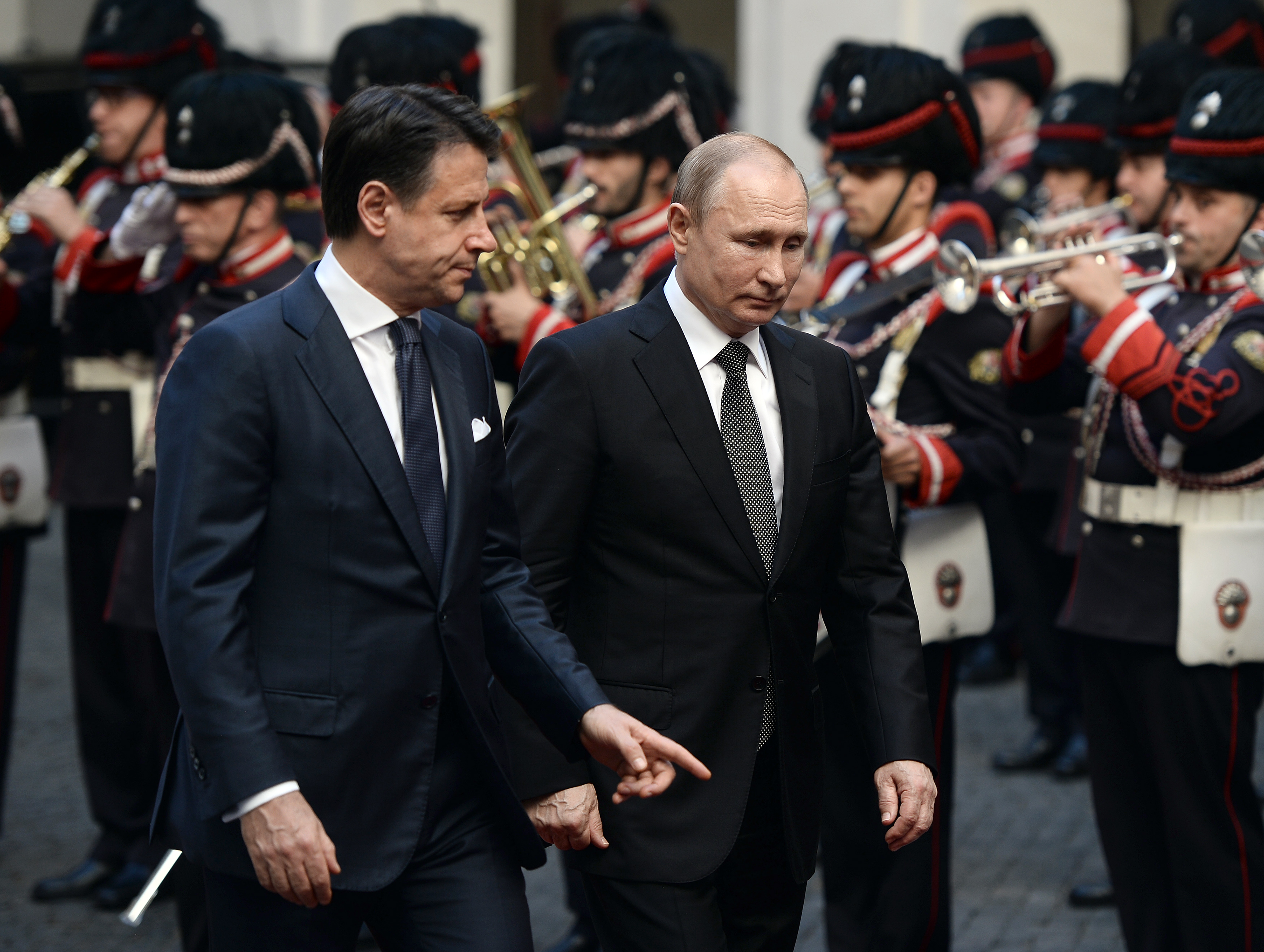 """Coronavirus, la rivelazione: """"Gli aiuti di Putin? Non grazie a Conte"""""""