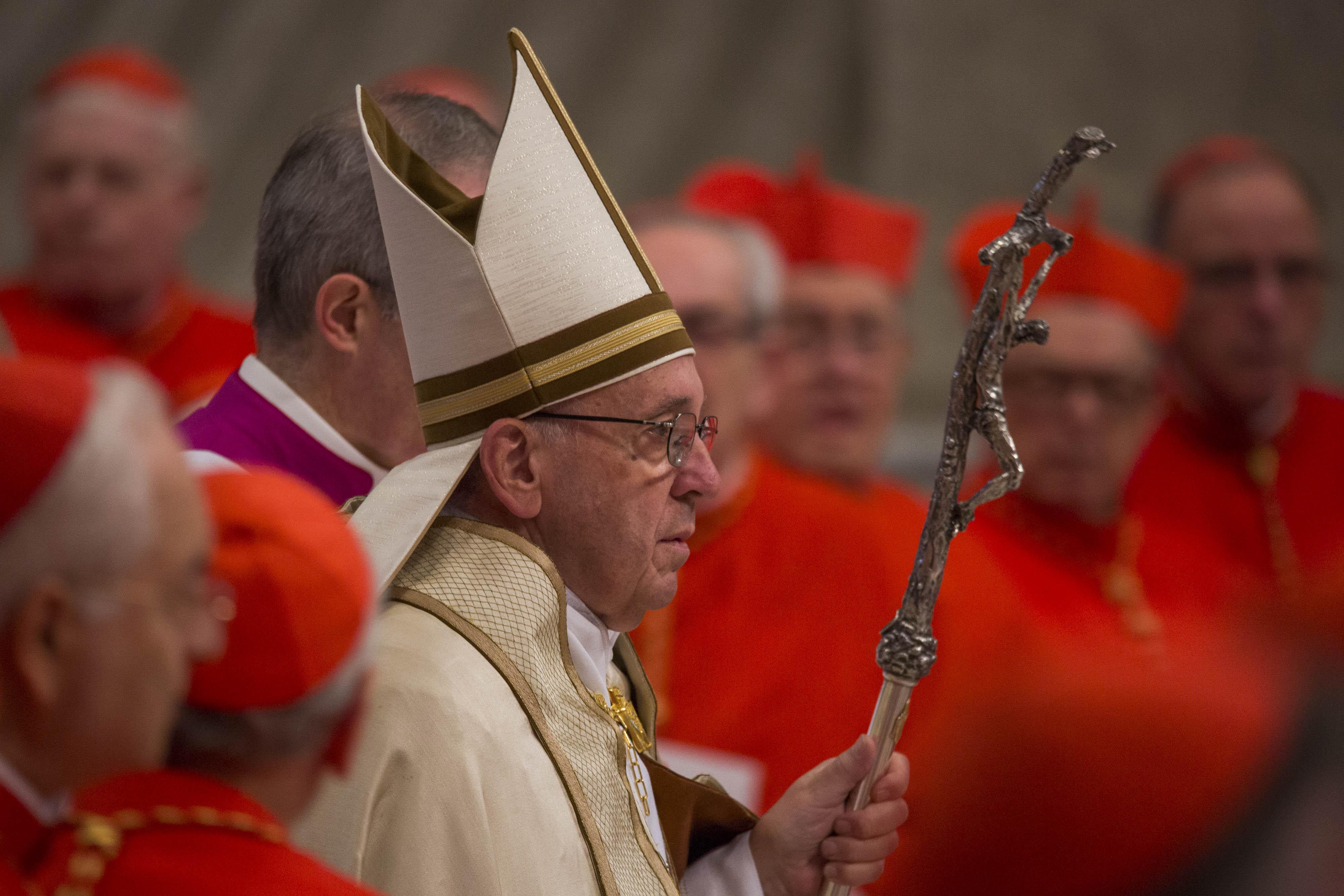 La guerra interna in Vaticano: così hanno fatto fuori Becciu
