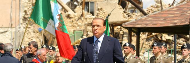 Berlusconi tra le macerie dell'Aquila