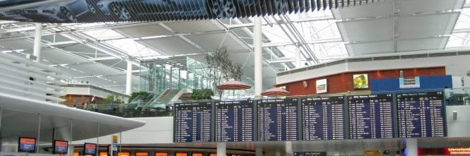 Terrorismo riaperto l 39 aeroporto di monaco cessato l 39 allarme per un computer esplosivo - Test dello specchio polizia ...