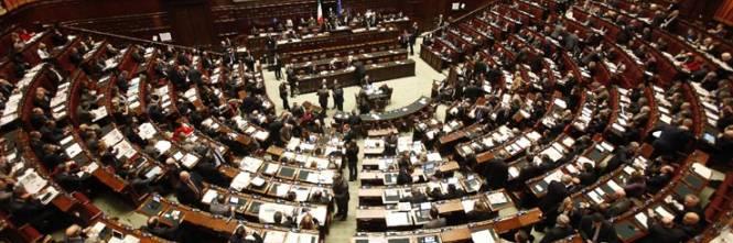 Governo un ddl per dimezzare i parlamentari stipendi for Numero dei parlamentari