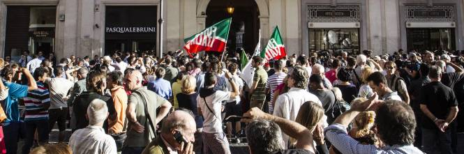 I saloni gli uffici e il tricolore bagno di folla per for Parlamentari forza italia