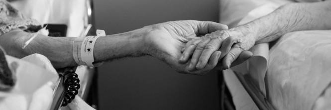 Risultati immagini per coppia anziani malati muoiono lo stesso giorno
