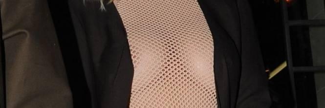 Kim Kardashian bionda e con i seni in vista 1
